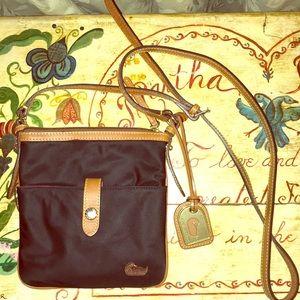 🦆Dooney & Bourke Crossbody Bag 💕